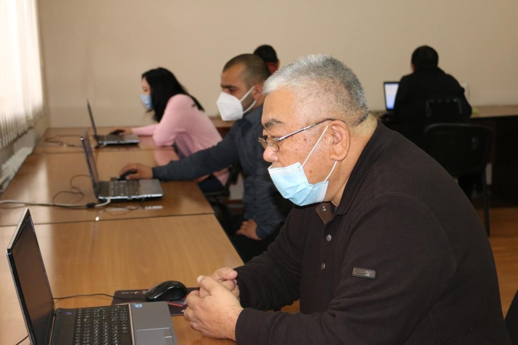 Кыргыз Республикасынын Юстиция министрлигинде Адвокаттык иш жүргүзүү укугуна лицензия алууга квалификациялык экзамен өткөрүлүп жатат