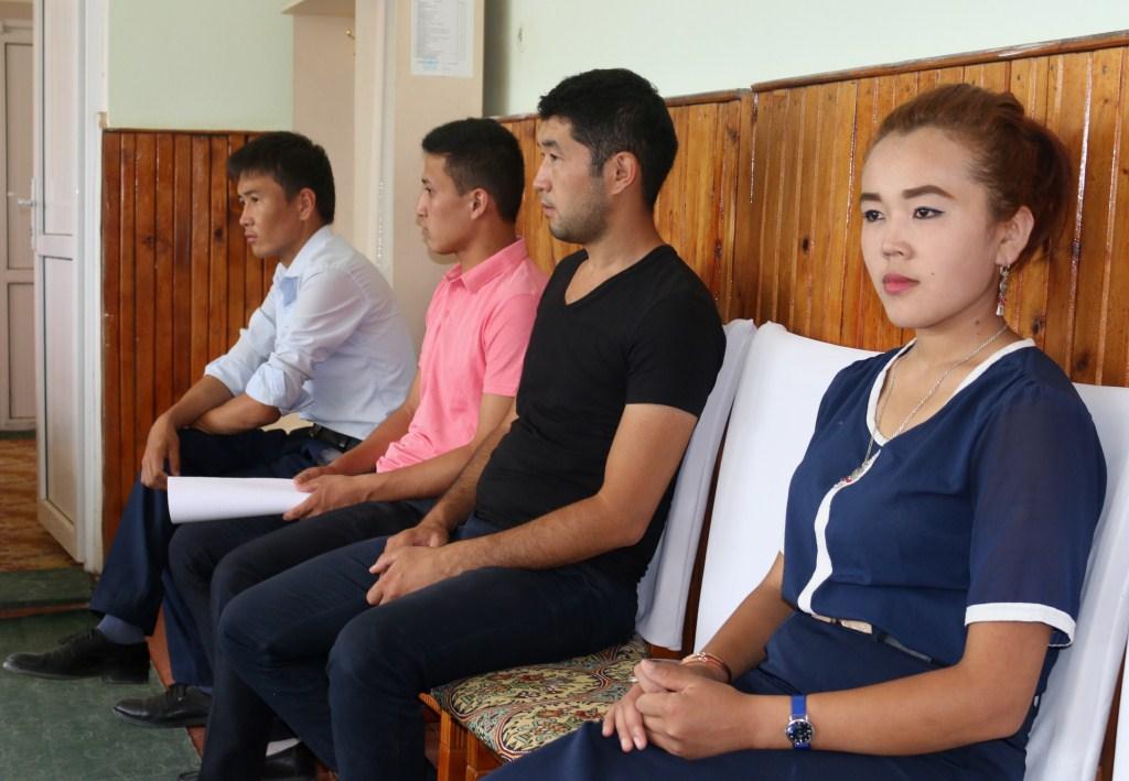 В селе Алга прошла встреча сотрудников Управления юстиции Баткенской области с сотрудниками аппарата Алгинского айыл окмоту