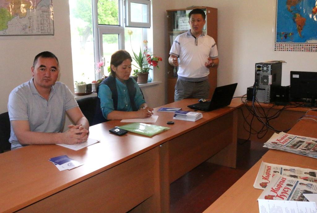 В селе Боз-Адыр Баткенского района прошла встреча сотрудников Управления юстиции Баткенской области с местными жителями