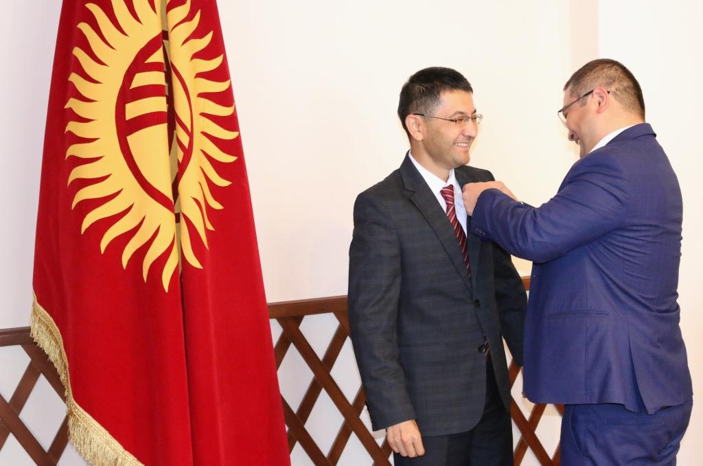 Пяти сотрудникам Министерства юстиции Кыргызской Республики объявлена Благодарность от имени Премьер-министра Кыргызской Республики