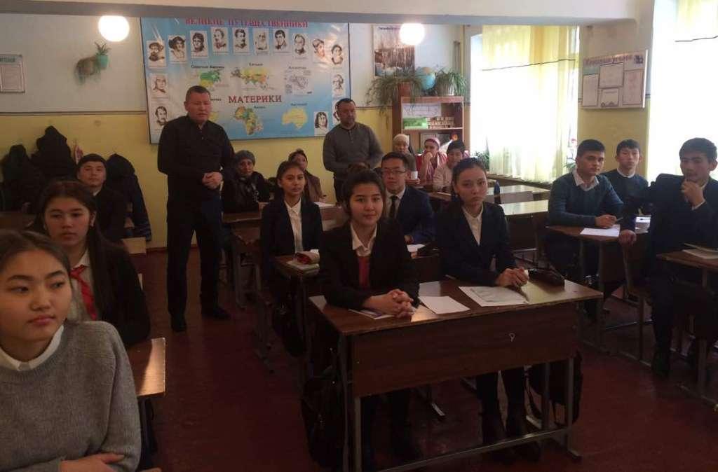 Государственный нотариус города Кочкор-Ата встретился с учениками 9-х классов школы № 14 им. И.М.Губкина