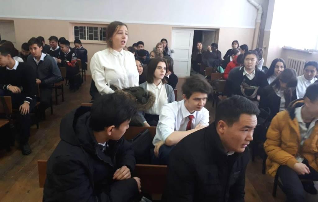 Сотрудники Центрального аппарата Министерства юстиции Кыргызской Республики прочитали лекцию в СШ № 8 на тему: «Права несовершеннолетних детей в семье»