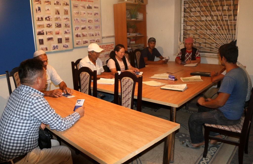 В  селе Бакыян Кара-Бууринского района прошла встреча начальника Управления юстиции Таласской области с местным населением