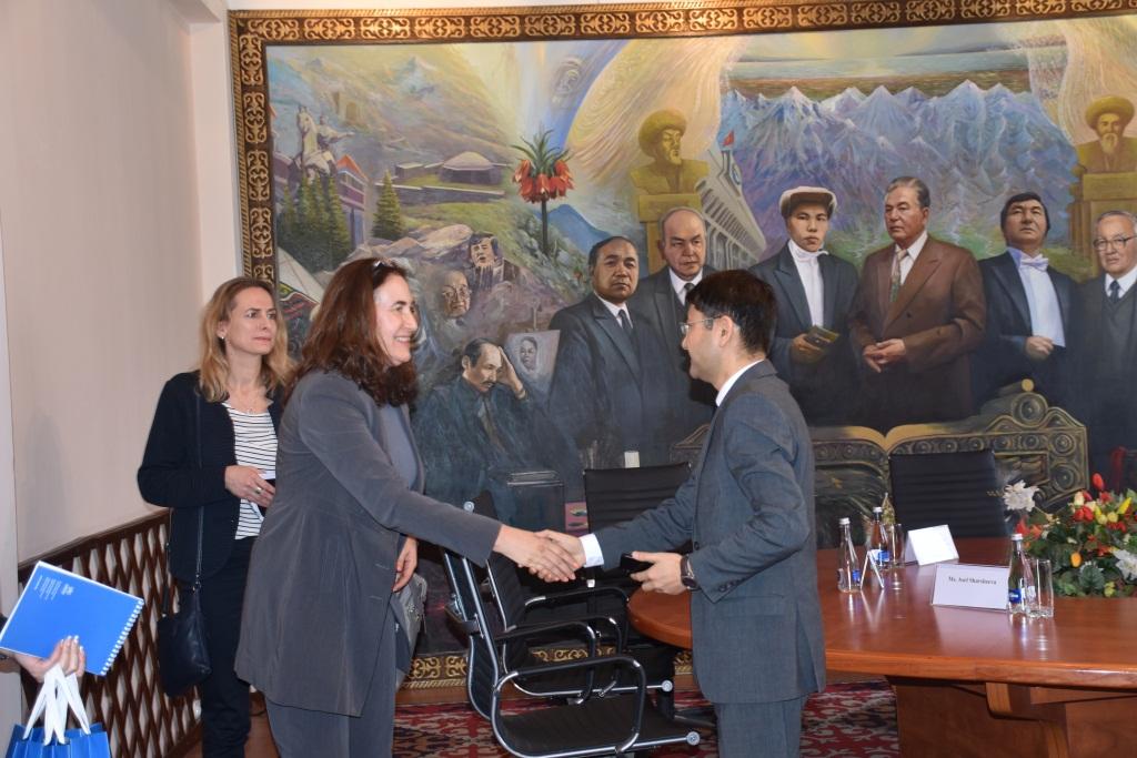 В Министерстве юстиции КР состоялась встреча заместителя министра юстиции Максатбека Есеналиева с представителями УВКБ ООН