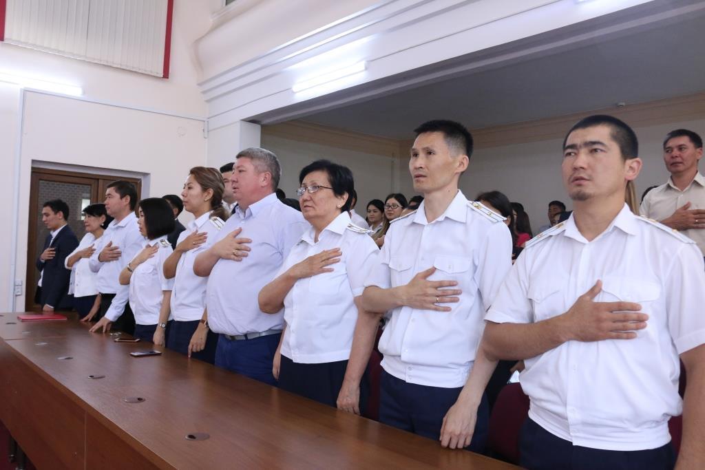 Юстиция министрлигинде Кыргыз Республикасынын Эгемендүүлүк күнүнѳ арналган салтанаттуу иш-чара болуп ѳттү
