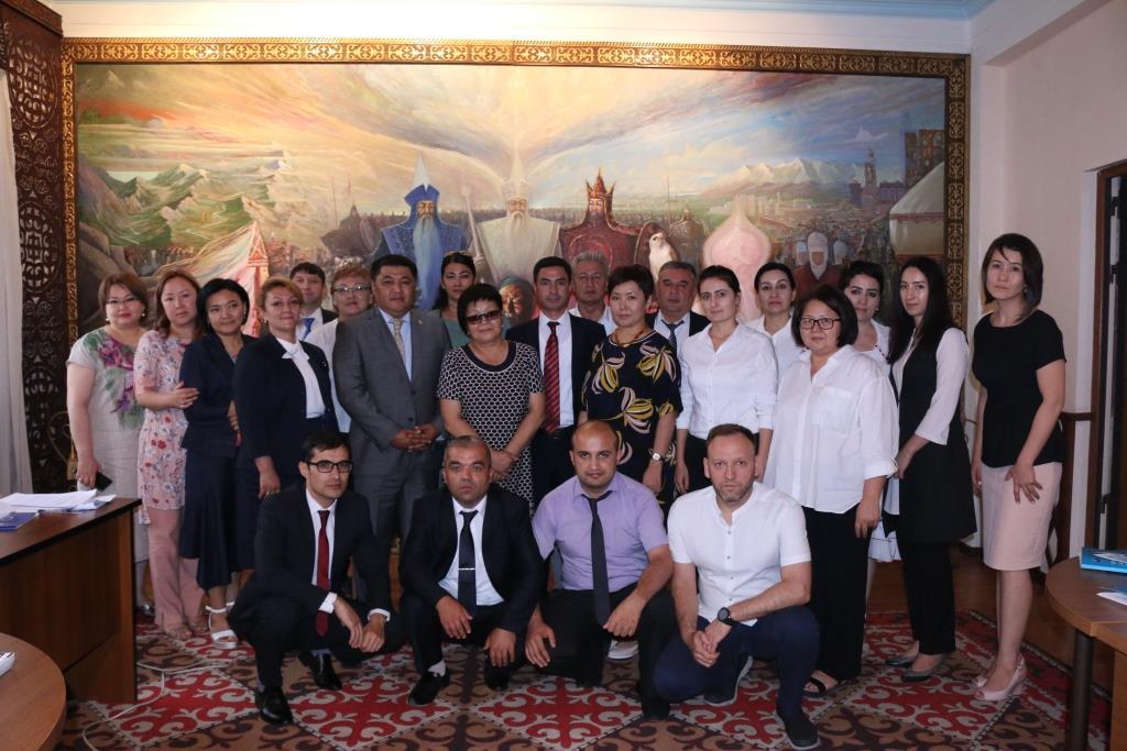 Тажикстандан келген делегация  Кыргызстандын мамлекет кепилдеген  юридикалык жардам көрсөтүү чөйрөсүндөгү тажрыйбасын үйрөнүүдө