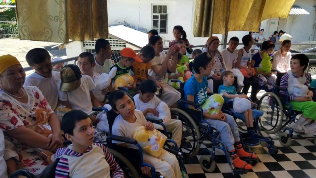 Сотрудники Управления юстиции Жалал-Абадской области ко Дню защиты детей оказали финансовую помощь воспитанникам стационарного учреждения